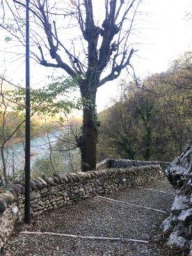 strada pedonale verso il ponte