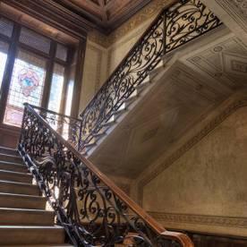 16 Palazzo Martinoni - scalinata e finestra artistica