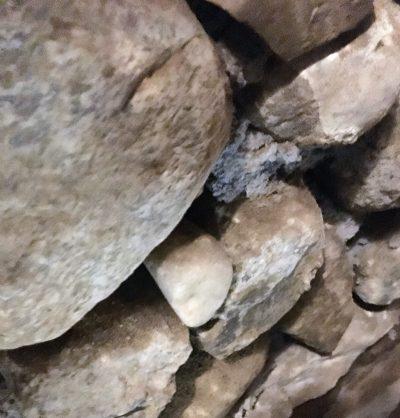 24 muri a secco catacombe forse un osso