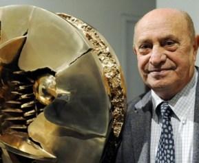 Arnaldo Pomodoro a 90 anni.jpg