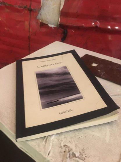 Libro di poesie preso al punto bookcrossing del GombitHotel di Città Alta a Bergamo