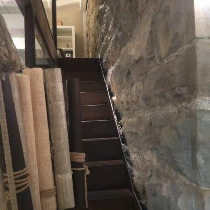 Scala in metallo anticato nella suite soppalcata al Gombit Hotel