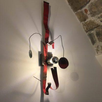 Lampada da muro originale al Gombit Hotel