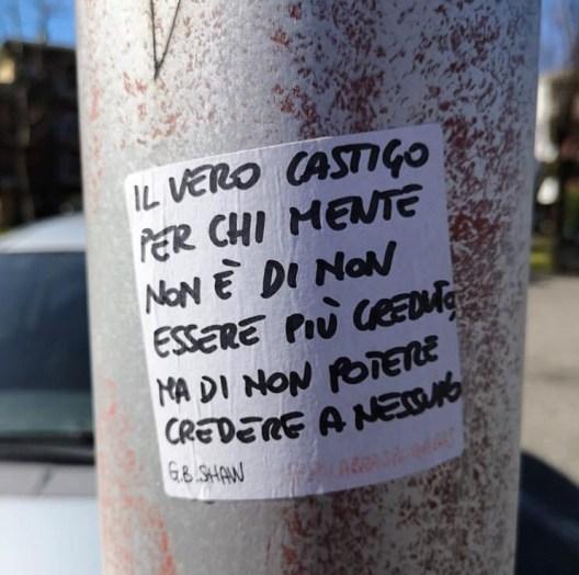 Sticker con frase di G.B. Shaw #palabraspegadas a Bergamo