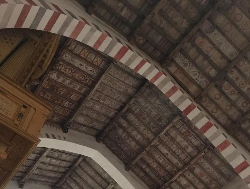 Il tetto della Chiesa di San Nicola decorato da formelle in cotto
