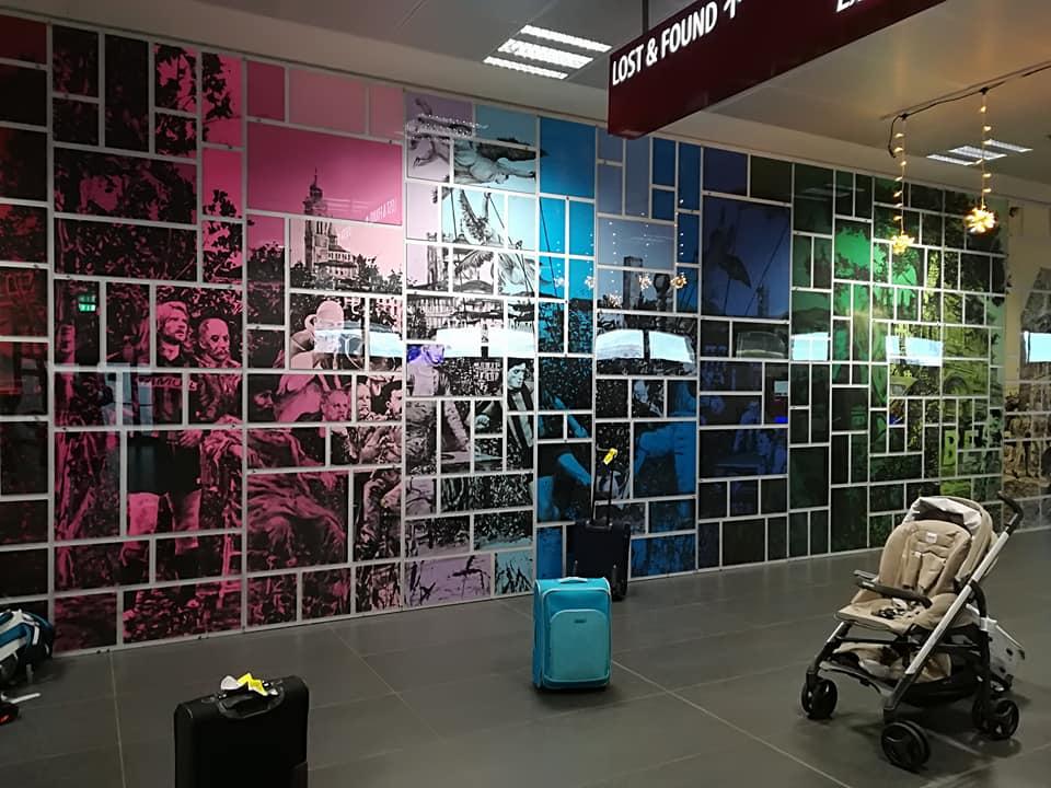 Entrare  a Bergamo (e nella sua storia) con il mosaico di Andrea Mastrovito all'aeroporto di Orio