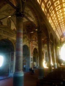 Navata con cappelle nella basilica di Santa Maria in Valvendra
