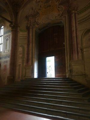 scalinata d'ingresso in Santa Maria in Valvendra a Lovere