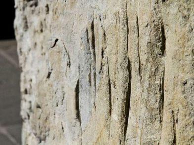 segni-nella-pietra-palazzo-ragione