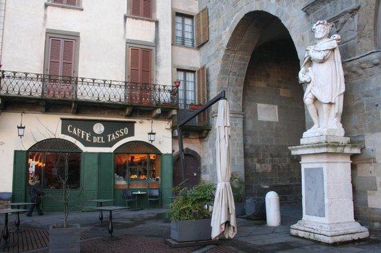 Caffè del Tasso e statua di Torquato Tasso.jpg