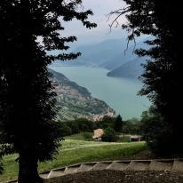 Area Pic Nic alla Terrazza di Fonteno dove si trova la Panchina Gigante
