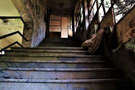 la scalinata che porta nei dormitori di Sciesopoli
