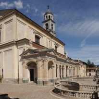 Basilica con porticato e scalinate