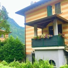 Ingresso dei due appartamenti del secondo piano delle case a righe di Ponte Selva