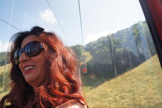 Raffi Garofalo sulla Cabinovia del Monte Poieto una domenica di sole