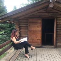 Songavazzo: prendere un libro alla Ca di Leber e leggerlo sulla Panchina Gigante che guarda sull'altopiano