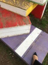 Raffi Garofalo mentre sale sulla panchina gigante