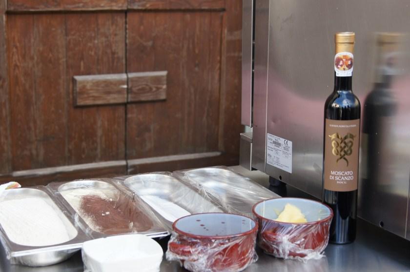 3. Ingredienti del biscotto Fiore del Moscato di Scanzo.JPG
