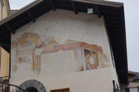 edificio antico affrescato a Bracca