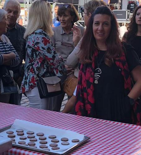 Raffi Garofalo in prima fila durante la dimostrazione del Biscotto al moscato di Scanzo
