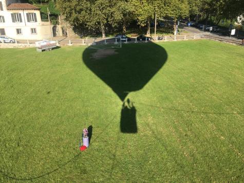 Sulla mongolfiera in volo controllato