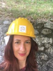 Raffi Garofalo col caschetto prima di iniziare la visita delle Grotte del Sogno
