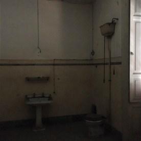 bagno di una villa ottocentesca disabitata