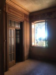Finestra aperta sull'esterno del parco di Villa Astori