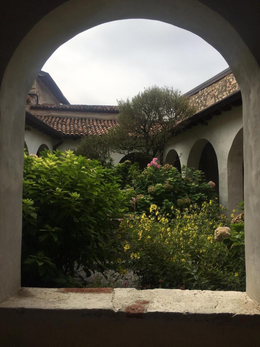 Il giardino del chiostro di San Pietro in Lamosa