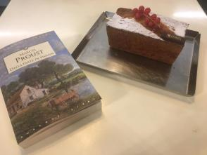 Proust e torta madeleine