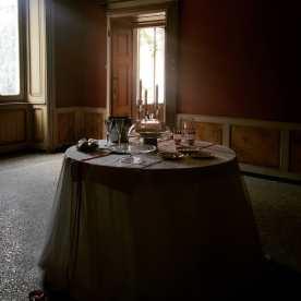 Tavola apparecchiata per due a Villa Astori