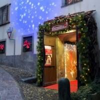 Dalla casa bergamasca di Babbo Natale all'Emporio del Vecchio Forno di Gromo, una passeggiata per vivere la magia del Natale