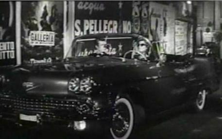 Cartellone pubblicitario Acqua S.Pellegrino in una scena del film La dolce vita di Fellini