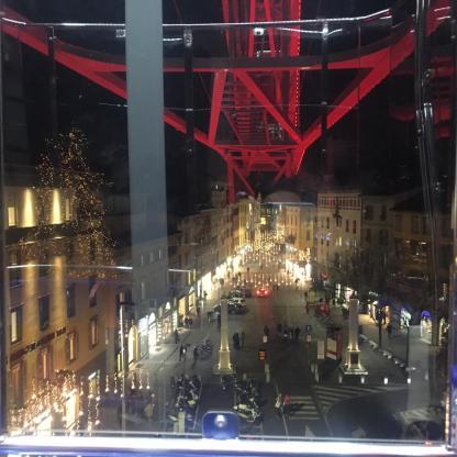 via XX settembre con le luminarie viste dalla cabina della ruota panoramica