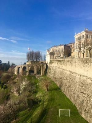 Porta San Giacomo vista dalle Mura