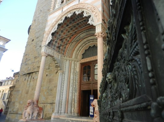 Ingresso Basilica e cancellata Mausoleo