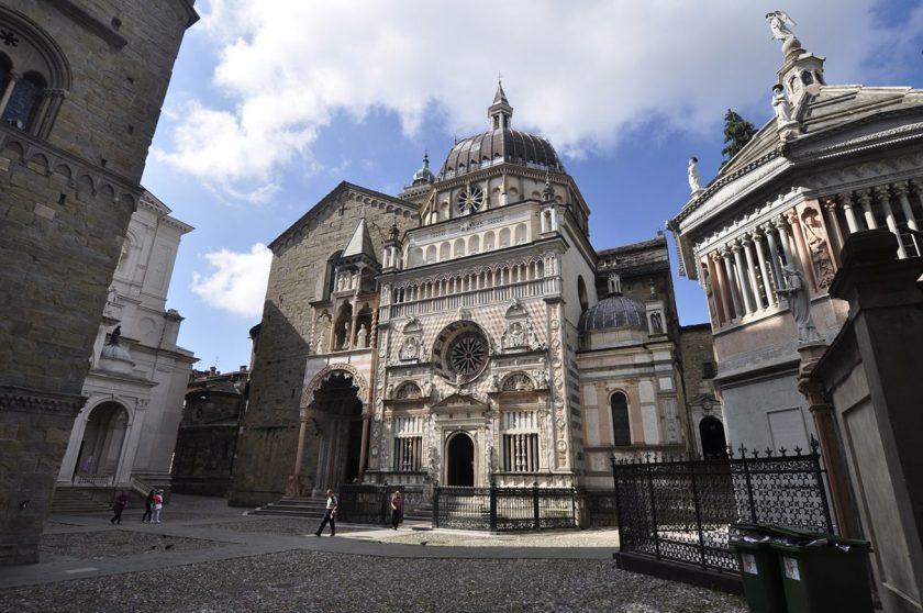 Piazza Duomo con le nuvole