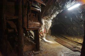 Inizia il viaggio a piedi nella Miniera Gaffioni di Schilpario