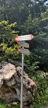 Indicazioni per i vari sentieri sul Monte Zucco
