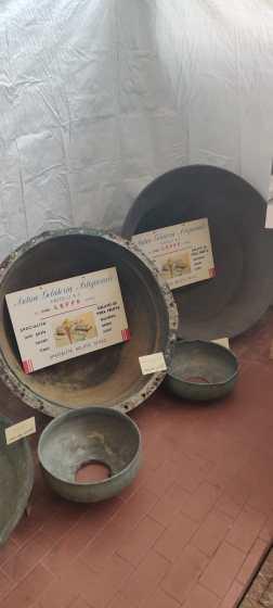 4 oggetti da lavoro della gelateria leffese