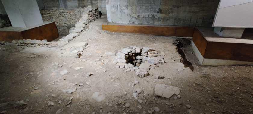 Focolaio o pozzo del villaggio romano Cavellas