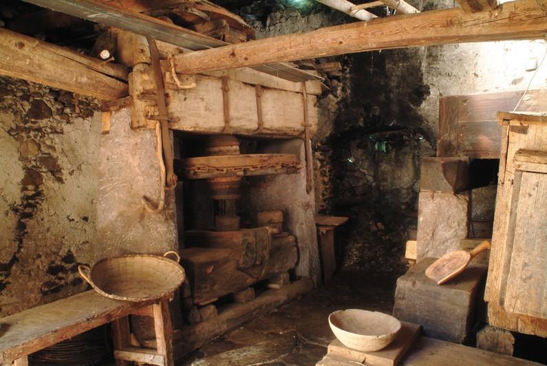 Torchio dell'antico Mulino di Baresi a Roncobello