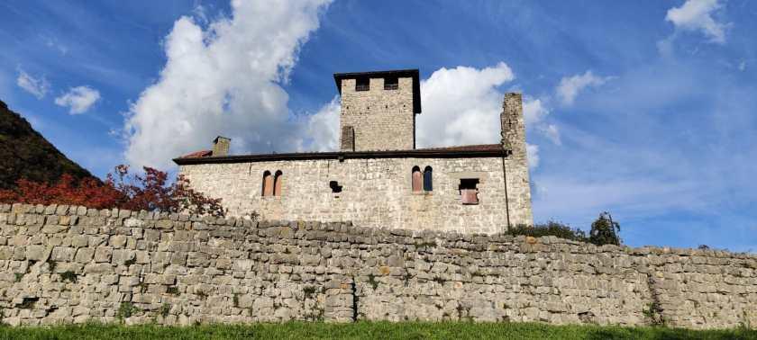 Castello di Bianzano visto dalla strada