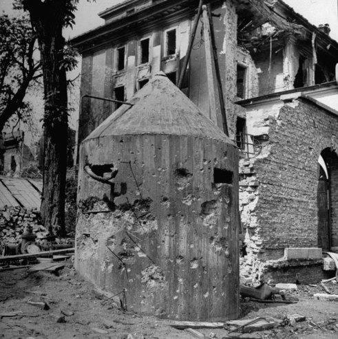 Bunker Hitler dopo bombardamento
