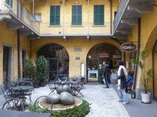Il cortile dove si trova la casa natale di Giacomo Manzù a Bergamo