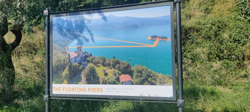Monte Isola - cartelli su The Floating Piers
