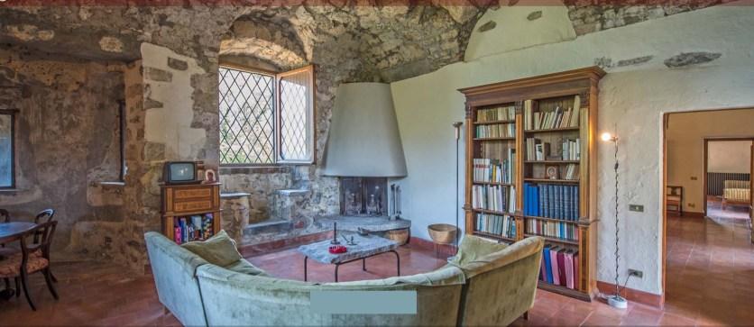 Rocca Martinengo di Monte Isola Interni salotto per lettura