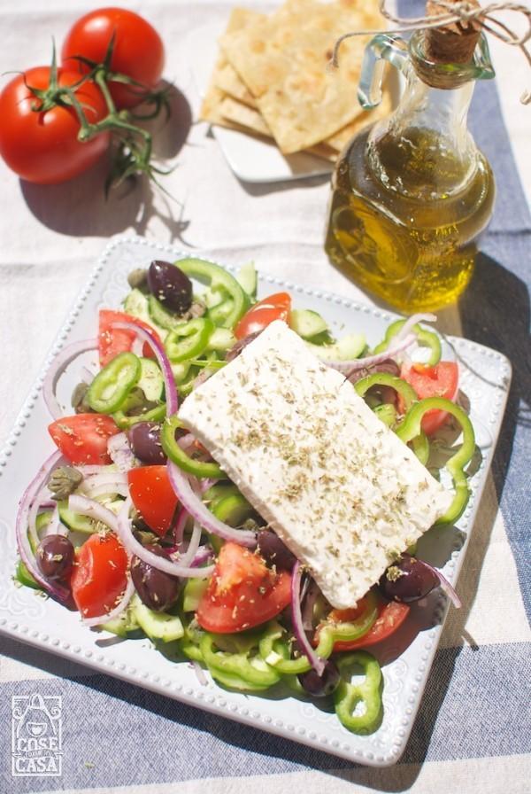 Uninsalata greca come souvenir di Santorini  CoseFatteInCasait