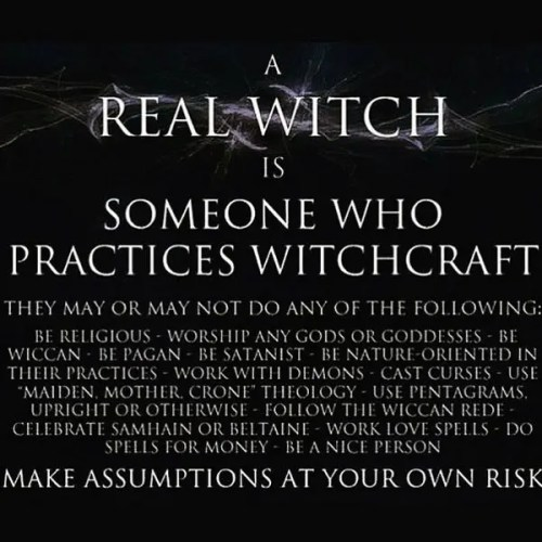 A tile describing what a real witch is.