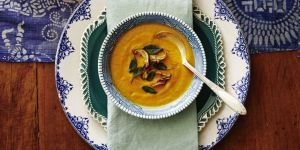 Supa crema de dovleac cu garnitura de ciuperci